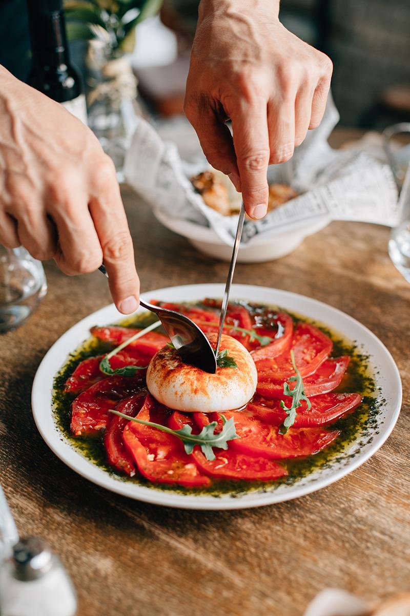 Ensalada tomate y burrata